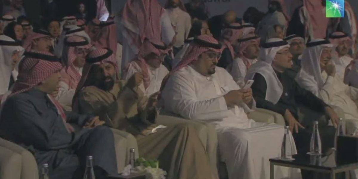 Saudi Aramco starts trading, gaining 10% and reaching $1.8T
