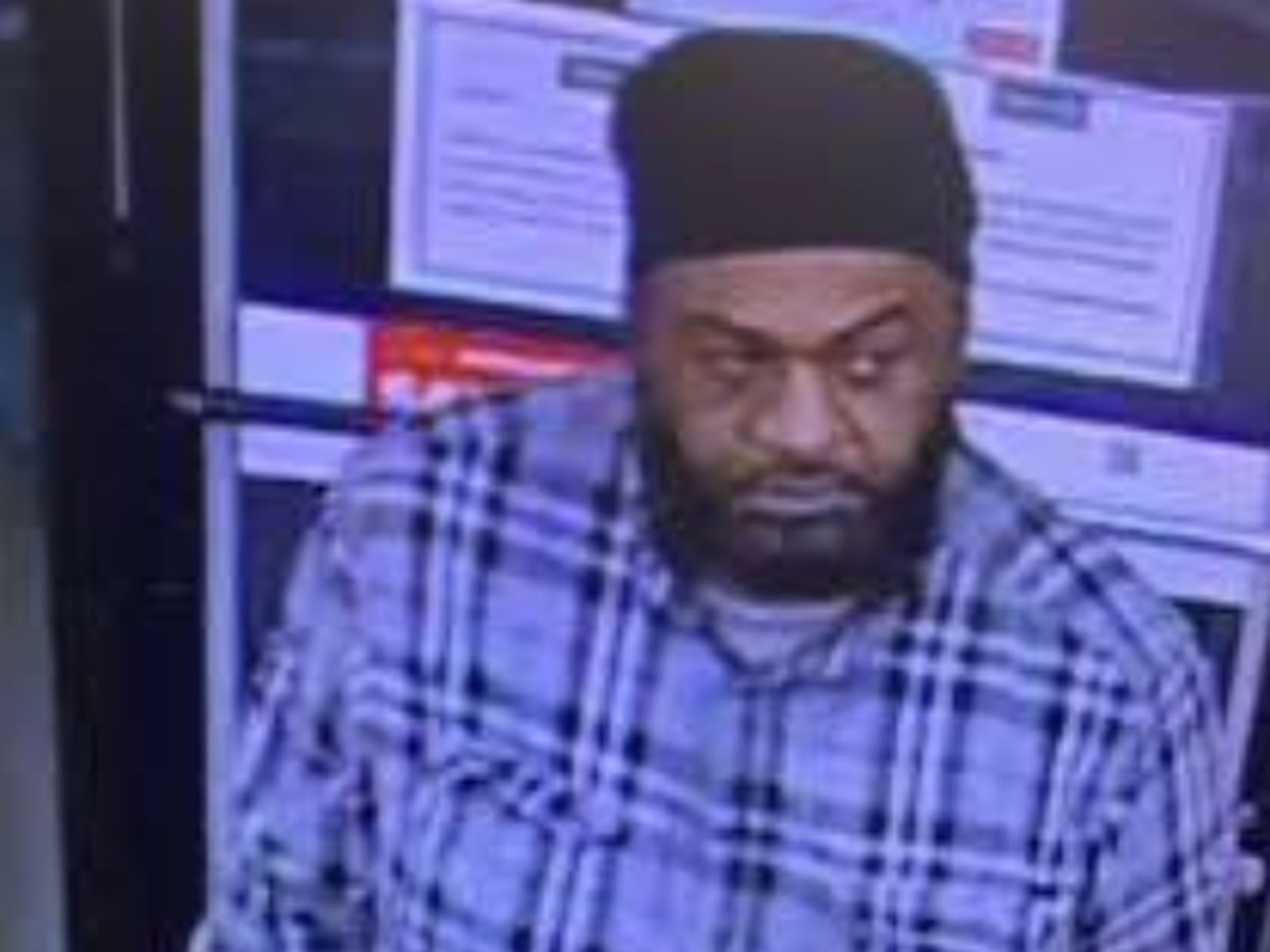 Shallotte police looking for man accused of taking cell phone from convenience store