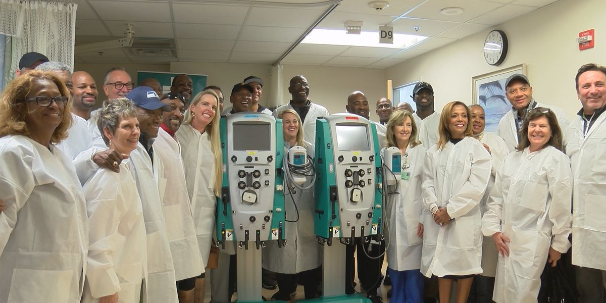Stargell Invitational celebrities visit dialysis center at NHRMC