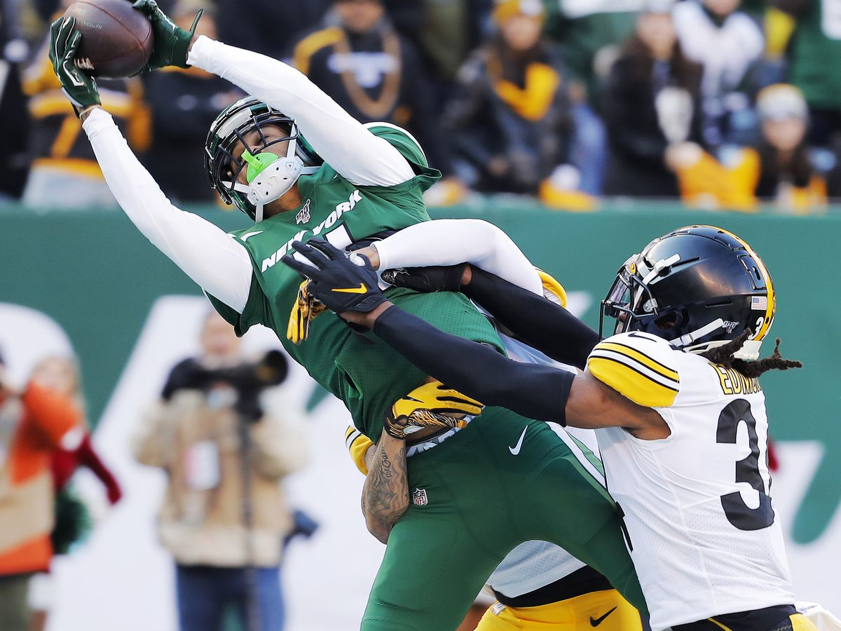 AP source: Panthers agree to terms with WR Robby Anderson