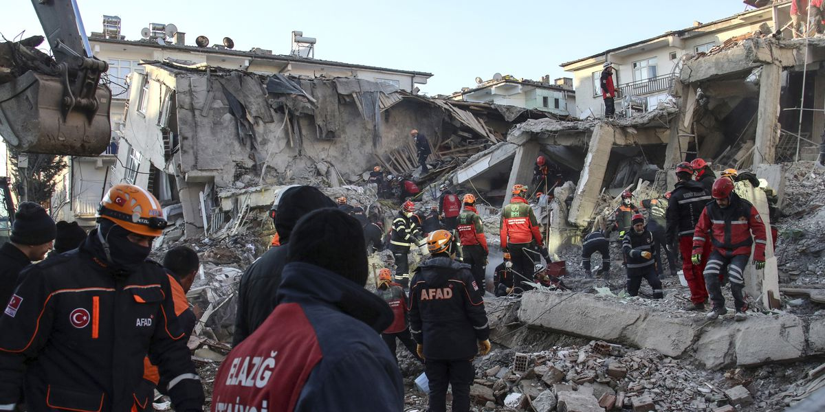 Turkish teams hunt for quake survivors as death toll hits 35