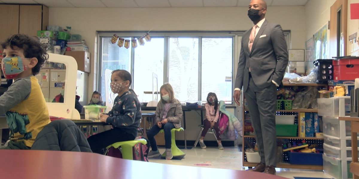 Superintendent visits elementary school for first day of Plan A