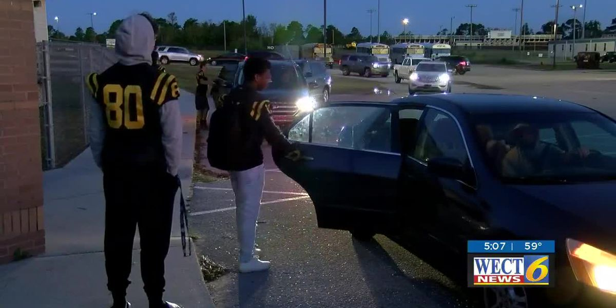 Topsail football players giving back to younger students